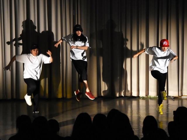 ホール発表:1部1・2年有志 ダンス