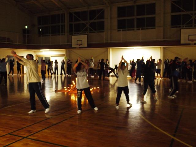 各班工夫を凝らしたダンスで場を盛り上げます!