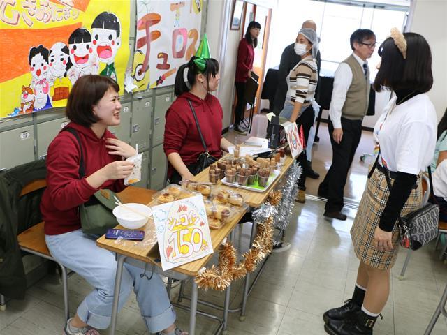 飲食模擬店:チュロス 焼きおにぎり 1部2年