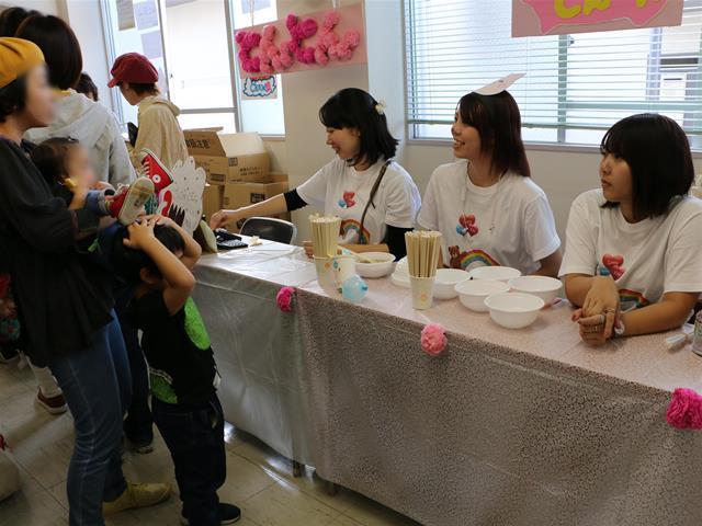 飲食模擬店:豚汁うどん とんとん 2部3年