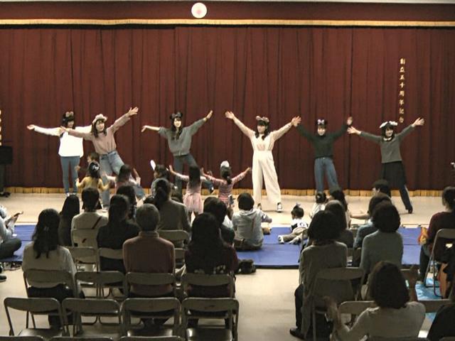 ホール発表:みんなDE踊ろう!!「ブンバ・ボーン」ほか 2部2年