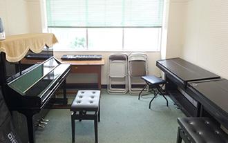 新館2階 ピアノレッスン室