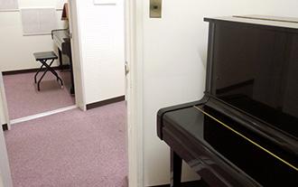 本館2階 ピアノ練習室