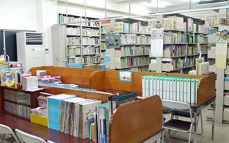 本館3階 図書室